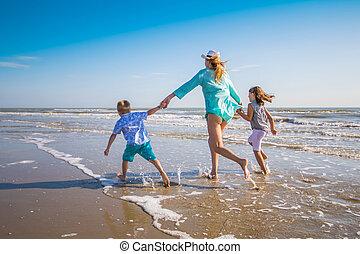 mer, jouer, plage, mère, enfants
