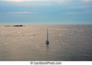 mer méditerranée, à, ciel bleu, dans, morning., paysage nature, arrière-plan.
