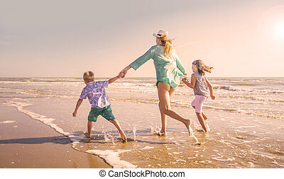 mer, plage, enfants, jeu mère