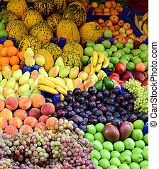 mercado, com, vário, coloridos, frutas vegetais frescos