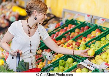 mercearia, mulher, loja, maçãs, escolher