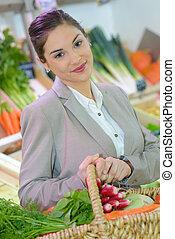 mercearia, mulher, seção, produto, atraente, loja