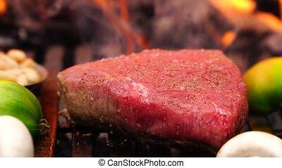 merveilleux, bifteck, légumes, brûler, préparer, gril, forêt, flamme, viande, vue, délicieux, camp, boeuf, haut fin, repas, moule