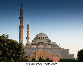 mesquita, em, amanhecer, em, sharjah, emirates árabes unidos