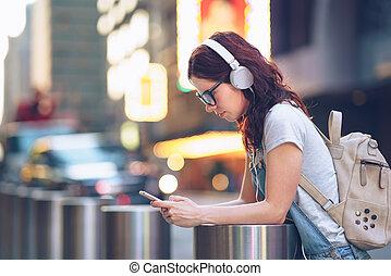 messaging, menina, ao ar livre