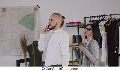 messen, kunde, frau, industriebereiche, stilist, schneider, atelier, jacket., junger, klient, länge, mode, band, geschäftsmann, neu , ärmel, man.