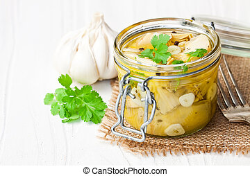 messo sottoaceto, carciofo, con, aglio, in, uno, vaso vetro, bianco, tavola legno