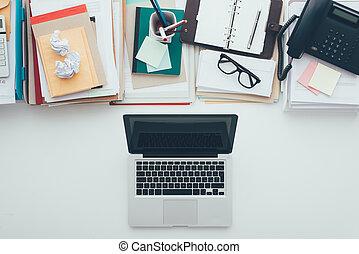 Messy vs. tidy desktop