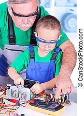 mesurer, alimentation énergie, démonté, multimètre, grand-père, pc, petit-enfant, numérique, enseignement