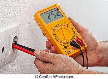 mesurer, mur, recepticle, tension, mains, électrique, mâle