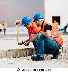 mesurer, ouvriers, construction