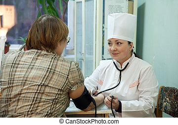 mesurer, pression, patient, sanguine, docteur