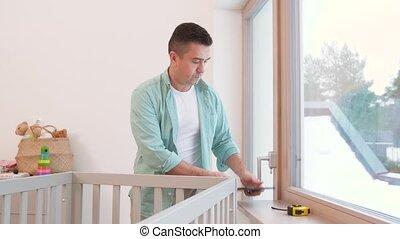 mesurer, tablette, règle, père, lit, pc, bébé