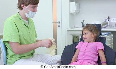 met, dentaire, montre, lui, dentiste, gants, chaise, girl