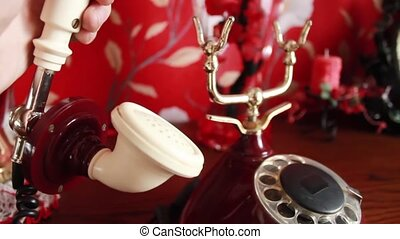 met, tube, enlève, il, téléphone, dos, appeler, ignores, blanc rouge