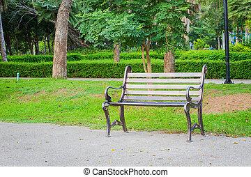 metal, cadeira jardim, ligado, concreto, chão, com, grama verde, behind.
