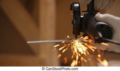 Metal cutting with a grinding machine