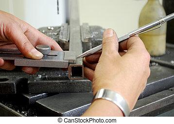 metallarbeiter, messen, stück, metall, bohrung