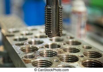metallo, perforazione