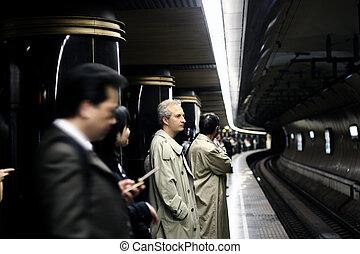 metrô, pessoas