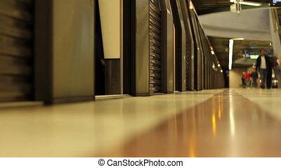 Metro Close Doors and Depart