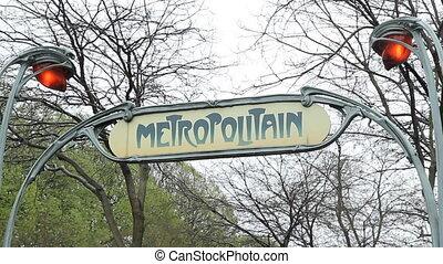 Metropolitain sign.