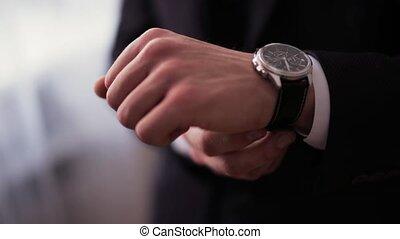 mettre, complet, boutonniere, montre, palefrenier