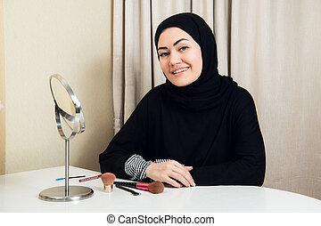 mettre, scarf., belle femme, musulman, regarder, miroir, elle