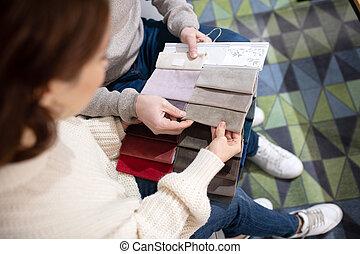 meubles, salon, femme, choisir, homme, tissu