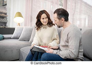 meubles, salon, femme, discuter, modèles, homme