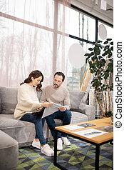 meubles, salon, femme, sofa, choisir, homme, tissu