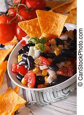 mexicaanse , verticaal, kom, koren, macro., salsa, nachos, food:, frites