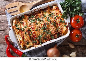 mexicano, enchilada, em, um, assando, prato, horizontais, vista superior, close-up