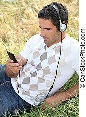 mező, zene hallgat, ember