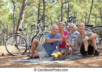 mezza età, coppia, picnic, due, detenere