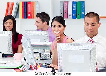 międzynarodówka handlowa, ludzie, pracujący, komputery