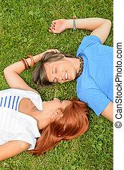 miłość, romantyczna para, młody, trawa, leżący