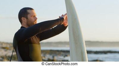 mi-adulte, chauffage, vue côté, surfer, étirage, mâle, surfeur, avant, caucasien, 4k, haut, plage