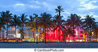 miami strand, florida, hotels, en, restaurants, op, zonsondergang op oceaan, besturen, wereld, beroemd, bestemming, voor, het is, nachtleven, mooi, weer, art deco, architectuur, en, pristine, stranden