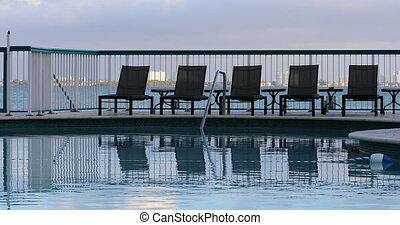 miami szálloda, tengerpart, pocsolya