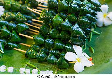 Miang kham ? Piper sarmentosum leaf wrap appetizer Thai ...