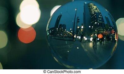miasto, śródmieście, ulica, przejście dla pieszych, w, przedimek określony przed rzeczownikami, wieczorny, jak, zobaczony, przez, przedimek określony przed rzeczownikami, szklana piłka
