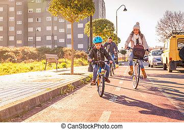 miasto, bicycles, jeżdżenie, rodzina, dziecko