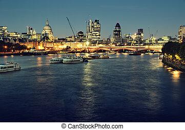 miasto londyna, na, night.