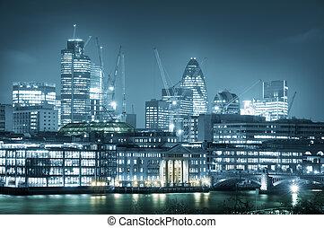 miasto londyna, sylwetka na tle nieba