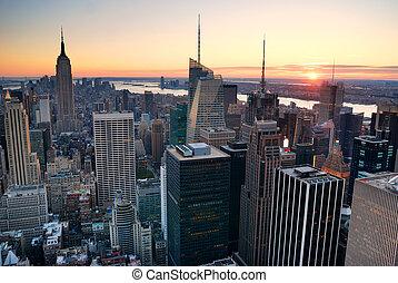 miasto nowego yorku, manhattan skyline, zachód słońca