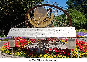 miasto park, zegar słoneczny