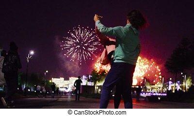 miasto, taniec, para, fajerwerki, przeciw, noc