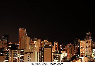 miasto, w nocy