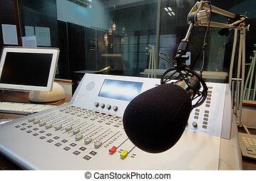 mic, voor, de, bedieningspaneel, in, radiouitzending, studio